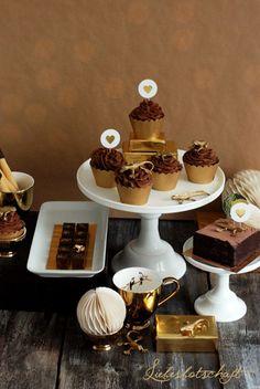 Liebesbotschaft: Golden chocolate - sweet table