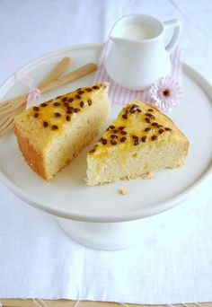 ✔ Bolo de limão siciliano com calda de maracujá /  Lemon cake with passion fruit syrup