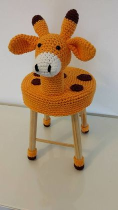 Stool Cover Crochet, Crochet Pouf, Easy Crochet, Crochet Hats, Crochet Furniture, Knot Cushion, Stool Covers, Knitted Dolls, Crochet Patterns Amigurumi