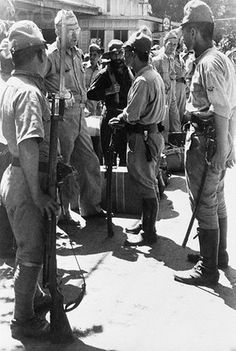 Japanese Army in the Phillipines talking with an American General - now a prisioner.
