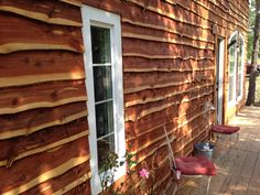 the busby house live edge siding Wooden Cladding Exterior, Interior Cladding, Wall Exterior, Exterior Siding, Interior Exterior, Cedar Walls, Cedar Siding, Wood Siding, Cedar Wood