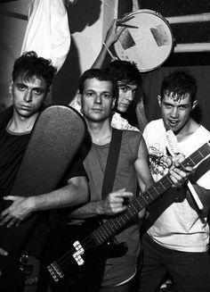 Os Replicantes num dos banheiros da casa da Tomaz Flores (acho). 1987 (acho). Foto de Luciana Tomasi.