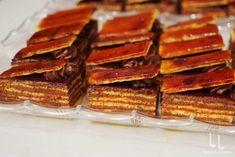 Prăjitura Banoreo - fără coacere, rețetă rapidă și delicioasă Chocolate Glaze Recipes, Home Food, Pasta, Coleslaw, Carne, Waffles, Bacon, Avocado, Sandwiches