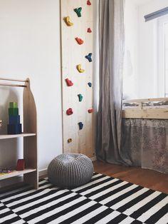 Kletterwand im Kinderzimmer, Kletterwand selbst bauen, Klettergriffe, Kletterhalle, bouldern für Kinder, Inspiration Kinderzimmer