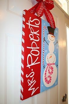 Tons of canvas painting | http://christmasdecorstyles187.blogspot.com
