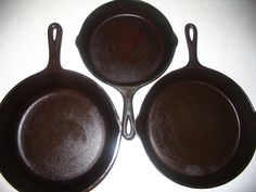 How To Restore Rusty Cast Iron Cookware Cast Iron Cooking, Cleaning Cast Iron Pans, Survival Hacks, Survival Skills, Survival Food, Camping Survival, Rusty Cast Iron Skillet, Restore Cast Iron, Cast Iron Care