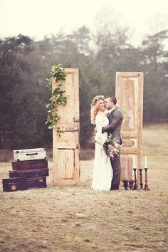 Styling Setting & Boeket: Thanea, MUAH: Kimberley Megens, Models: Lieke van Gent ♥ Harry van Gent, Bruidsjurk: Mariage Bruidsmode, Fotografie: Jessica Fotografie