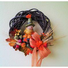 jesený veniec Strašiak 25 cm Grapevine Wreath, Grape Vines, Wreaths, Halloween, Decor, Decoration, Door Wreaths, Vineyard Vines, Deco Mesh Wreaths