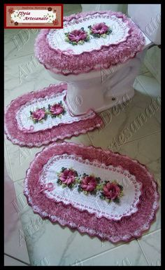 Macrame Jewelry, Crochet Earrings, Cross Stitch, Biscuit, Kitchen Ornaments, Bathroom Crafts, Diy And Crafts, Bathroom Mat Sets, Bathroom Sets