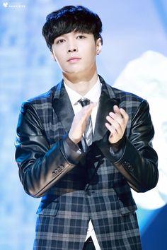 Lay - 141226 2014 KBS Gayo Daejun Credit: Dailyixing. (2014 KBS 가요대축제)
