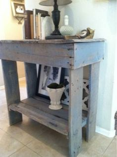 Pallet table. perfect for the entry way, great rustic look