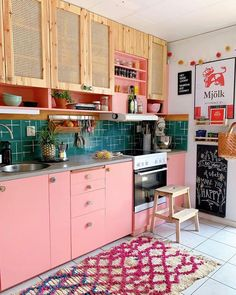 French Kitchen Decor, Eclectic Kitchen, Whimsical Kitchen, Funky Kitchen, Peach Kitchen, Retro Kitchen Decor, Kitchen Small, Kitchen Ideas, Sweet Home