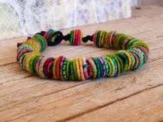 Bracelet de perles, Shabby Chic, tissu Textile perles  Il sagit dun coton ciré bracelet cordon avec mes perles de textile de tissu à la main.