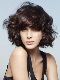 Mid Length Haircuts with Bangs - Mid-length hair is the suit-all length that can make you turn heads without having to spend hours in front of the mirror. Get ready to make a change by opting for the latest mid-length haircuts with bangs. Mid Length Curly Hairstyles, Short Curly Haircuts, Chic Hairstyles, Haircuts With Bangs, Short Hair Cuts, Latest Hairstyles, Hairstyles Pictures, Curly Short, Layered Hairstyles