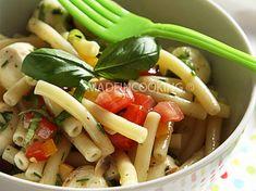 Salade de macaroni à l'italienne Pasta Salad, Chicken, Meat, Ethnic Recipes, Desserts, Food, Cake, Easy Macaroni Salad, Grilling