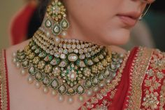 Most Attractive Bridal Choker Necklace Designs that will Sparkle your Eyes Indian Jewelry Sets, Indian Wedding Jewelry, Wedding Jewelry Sets, Ethnic Wedding, Sikh Wedding, Ethnic Jewelry, Wedding Accessories, Elegant Wedding, Wedding Hair