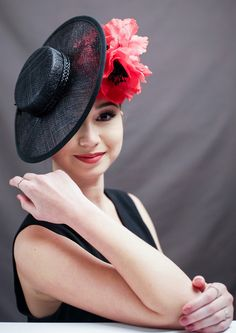 Maria by VivianBlooms on Etsy https://www.etsy.com/listing/463610347/maria Black sinamay boater fascinator with red poppies.