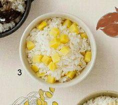 3 고구마밥 고구마(1개)는 껍질을 벗겨 가로세로 2×2cm 크기로 썰어 찬물에 담그고, 쌀(2컵)은 물에 담가 30분간 불린다. 냄비에 쌀과 고구마, 물(2 1/4컵)을 넣고 밥을 짓는다. 끓기 시작하면 불을 줄여 6~9분간 더 익힌 뒤 불을 끄고 10분간 뜸을 들인다. 달래장을 곁들여 낸다.