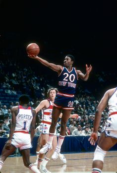 Michael Ray Richardson of the New York Knicks 1980 nike New York Knicks New York Basketball, I Love Basketball, Basketball Scoreboard, Basketball Pictures, Basketball Legends, College Basketball, Basketball Players, Basketball Court, New York Knicks