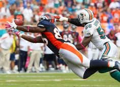 Tight end Daniel Fells makes a diving catch against the Dolphins on Oct. 23, 2011. (Gabriel Christus 2011)