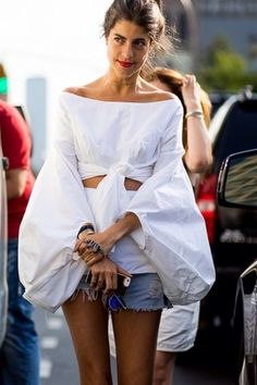 Leandra Medine in a voluminous off-shoulder top & jean shorts Rosie Assoulin top. Looks Street Style, Looks Style, My Style, Curvy Style, Fashion Details, Look Fashion, Fashion Trends, Paris Fashion, Fashion Moda
