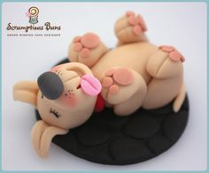 The Dead Dog Cake, (aka Tickle my tum by Samantha Douglass) Fondant Dog, Fondant Animals, Fondant Toppers, Clay Animals, Cupcake Toppers, Dog Cake Topper, Fondant Figures, Fete Marie, Dog Cupcakes