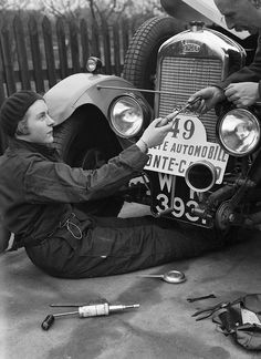 Kitty Brunell works on a Singer Junior 848 cc at the Monte Carlo Rally, January 1928. | The Motoring Picture Library
