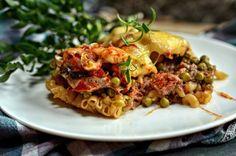 Łatwa zapiekanka z mięsem mielonym, makaronem i zielonym groszkiem, nie wymaga gotowania makaronu. Szybkie i dobre danie na obiad.
