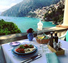 """Io pranzo... #lunch#villatreville #zeffirelli#positano #costieraamalfitana #luxuryhotelsworld #luxuryhotels #luxos…"""