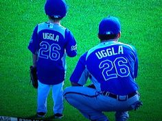 #26 Dan Uggla with his son on the Kansas City baseball field..so stinkin cute