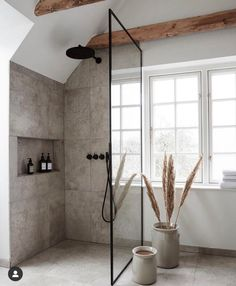 Home Decor For Small Spaces Modern and really simple bathroom. The tiles go perfectly with our Automatic Toothpaste Dispenser.Home Decor For Small Spaces Modern and really simple bathroom. The tiles go perfectly with our Automatic Toothpaste Dispenser. Loft Interior Design, Bathroom Interior Design, Interior Modern, Bathroom Designs, Industrial Bedroom Design, Interior Livingroom, Bathroom Trends, Loft Design, Scandinavian Interior