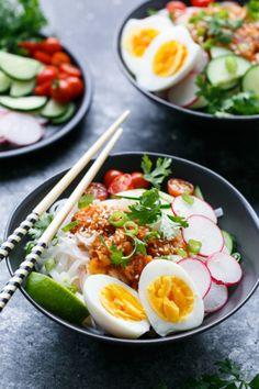 foodlife11: yummyinmytumbly: Cold Spicy Kimchi Noodles...