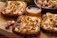 Il Pomodoro Rosso di MAntGra: Crostoni di Fontina, pera, pistacchi e miele