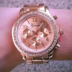 New classy rose colored watch New rose gold colored fashion watch  -works perfectly, does not need battery  -Stainless Steel -Watchband: Approx 7.5 inches in length  -Diameter of watch face: appx 1.5 inches  -Premium links and clasp -chronograph for looks only. Accessories Watches