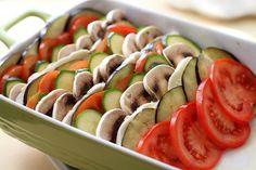 Legume la cuptor cu crocant de paine | Retete culinare Laura Adamache Ratatouille, Soup And Salad, Caprese Salad, Mozzarella, Sushi, Watermelon, Salads, Good Food, Favorite Recipes