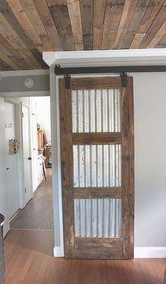 21 DIY Barn Door Projects For An Easy Home Transformation Diy Holz und Zinn Scheunentor Barn Door Closet, Pantry Closet, Barn Door In House, House Doors, The Doors, Sliding Doors, Diy Sliding Barn Door, Diy Barn Door Hardware, Barn Doors