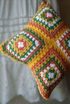 PILLOW -  ANTICIPANDO LA NAVIDAD III - REGALOS. Crochet Kissen, cuscino Crochet Crochet Cushion Pattern, Crochet Edging Patterns, Crochet Pillow Pattern, Crochet Cushions, Granny Square Crochet Pattern, Crochet Squares, Knitting Patterns Free, Crochet Lingerie, Crochet Home