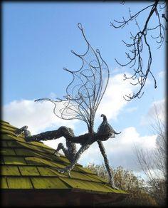 Fantasywire Chicken Wire Sculpture, Wire Art Sculpture, Wire Sculptures, Abstract Sculpture, Bronze Sculpture, Robin Wight, Sculptures Sur Fil, Fantasy Wire, Fairy Statues