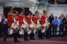 Guards on parade at Buck House. State Room, Buckingham Palace, Palaces, Castles, England, London, House, Travel, Viajes
