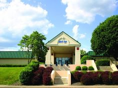 Clarion (PA) Park Inn by Radisson Clarion PA United States, North America Park Inn by Radisson Clarion PA is a popular choice amongst travelers in Clarion (PA), whether exploring or just passing through. Both business travelers and tourists can enjoy the hotel's facilities and services. Service-minded staff will welcome and guide you at the Park Inn by Radisson Clarion PA. Each guestroom is elegantly furnished and equipped with handy amenities. The hotel offers various recreat...
