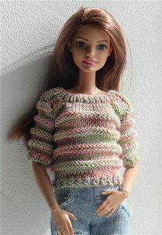 crochet barbie doll clothes for beginners No pattern but could adapt another one. Barbie's friend, Theresa in a cute sweater. This Pin was discovered by Gül Barbie Knitting Patterns, Knitted Doll Patterns, Knitting Dolls Clothes, Crochet Doll Pattern, Knitted Dolls, Knit Crochet, Tutorial Crochet, Doll Tutorial, Crochet Dolls