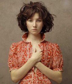 Hyper-realistic women portraits by Louis Treserras