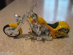 """hierro chopper moto die cast 118 escala workyong steeryong despreocupado amarillo - Categoria: Avisos Clasificados Gratis  Estado del Producto: NuevoPLEASE READ OUR FULL DESCRIPTION This Is A Brand New YELLOW IRON CHOPPER MOTORCYCLE It is 1:18 diecast metal and Plastic vehicle They Are Approx 55"""" Long With Workable Steering And KickstandAWESOME!!Great Gift For DA DESK OR anywhere in your house !!!NO BOX BRAND NEW! SUPERB!!!!!!!! FREE SHIPPING USA ONLY!!!!!!!DONT LET IT GET AWAY!! USPS FIRST…"""