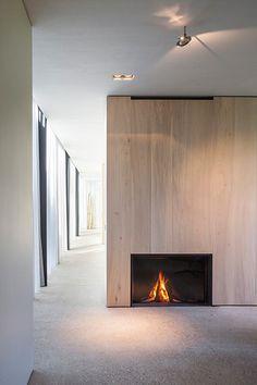 Farmhouse Burkeldijk and fortress Hazegras, Knokke-Heist, Govaert & Vanhoutte Architects Home Fireplace, Modern Fireplace, Fireplace Surrounds, Fireplace Design, Fireplaces, Home Interior Design, Interior Architecture, Design Moderne, My Living Room