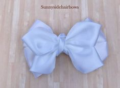 White Boutique hairbow, White Hair Bow Clip, Large White hair bows, Girls Big White bows, Big White hair bows, White ponytail bow by SunnySideHairBows on Etsy #hairbow #hairbows #boutiquehairbows #whitehairbows #hairaccessories #butterflyhairbow Black White Hair, White Hair Bows, Pink Hair Bows, White White, Bow Hair Clips, Bow Clip, Dance Bows, Champagne Hair, Flower Hair Bows