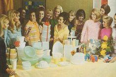 Swanky Tupperware Parties - A Vintage Nerd Retro Advertising, Vintage Advertisements, Vintage Ads, Vintage Images, Vintage Items, Retro Ads, Vintage Dishes, Vintage Kitchen, Tupperware Recipes
