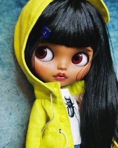 Big Eyes, Blythe Dolls, Feel Good, Black Hair, Snow White, Disney Characters, Fictional Characters, Cute Animals, Portrait