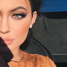 Kylie Jenner bronze smokey eye