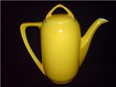 I have always wanted a yellow tea pot. Someday, this tea pot will be in my kitchen. It's gonna happen.