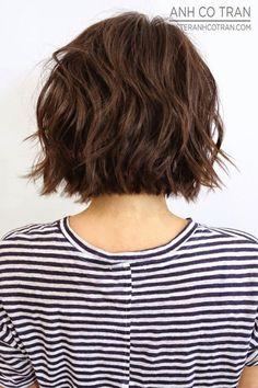 Las melenas onduladas y casuales son chic, convenientes, a la moda y fáciles de peinar. Lo único que necesitas es encontrar un corte favorecedor y elegir el producto correcto para tu tipo de pelo. El